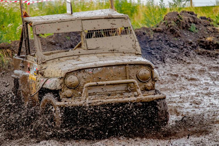 Фото как ездят по грязи