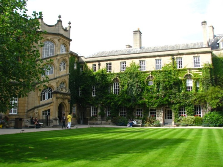 oxford university creative writing online Oxford continuing education offers a diverse and dynamic range of creative writing courses, including part-time award programmes at undergraduate and postgraduate level, short online courses, weekly classes, effective writing days and the three-week oxford university creative writing.