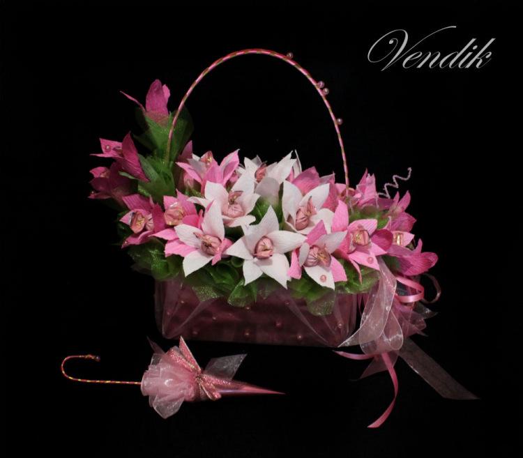 Зонт из цветов и конфет 196