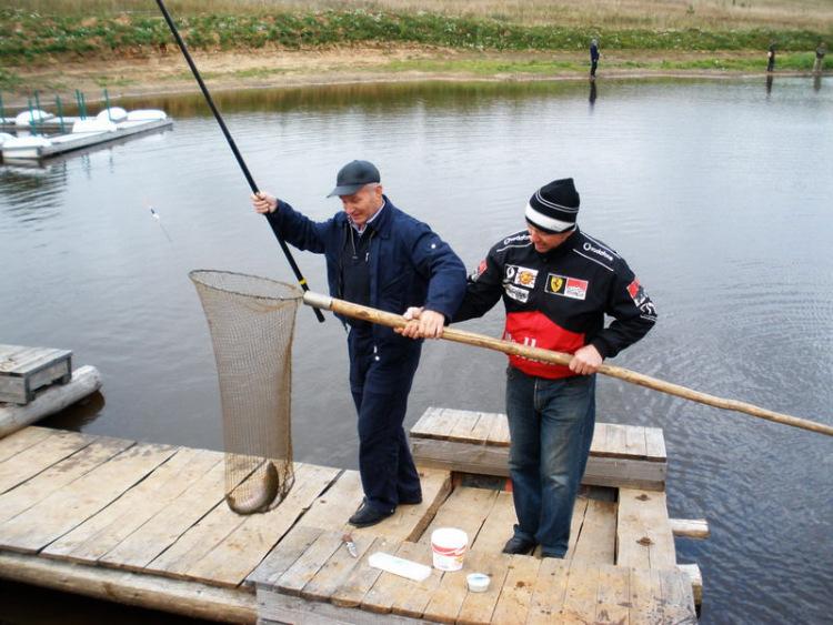 платное озеро для рыбалки в красноярске