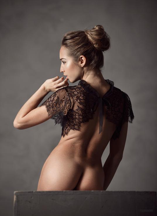 Голая Анастасия Заворотнюк на эротическом фото