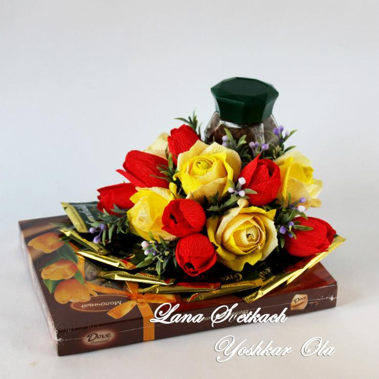 Коробка с цветами из конфет и чаем своими руками 26